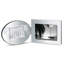 "Global Vision Photo Frame & Perpetual Calendar, 4"" x 6"""