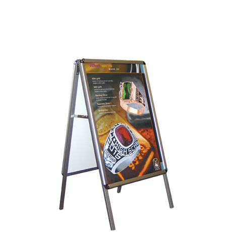 Exhibitor™ Series 900 Indoor Poster Display